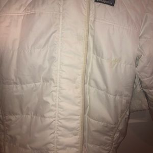 Girls white reversible Patagonia and has a hood